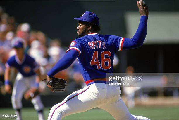 Lee Smith of the Chicago Cubs pitches during the game against the San Diego Padres at Jack Murphy Stadium in a 1986 season game in San Diego,...