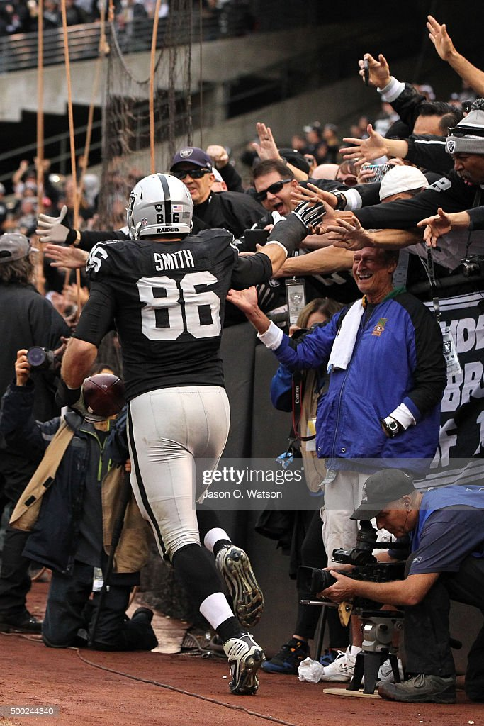 Lee Smith #86 of the Oakland Raiders celebrates after scoring on a 5-yard touchdown pass from Derek Carr #4 during their NFL game against the Kansas City Chiefs at O.co Coliseum on December 6, 2015 in Oakland, California.