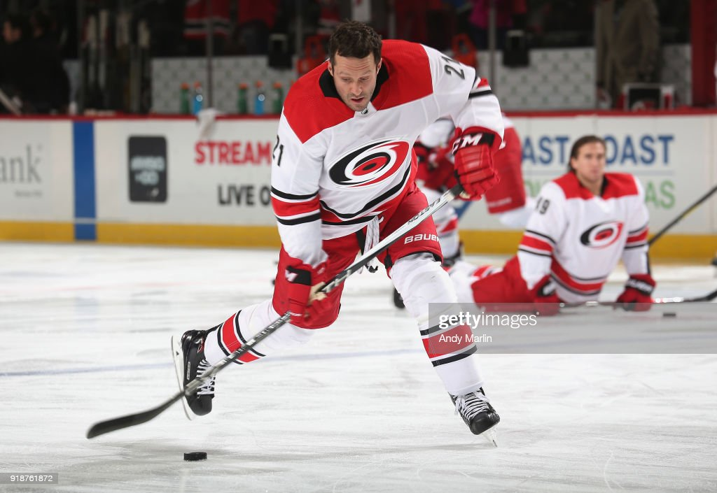 Lee Stempniak  21 of the Carolina Hurricanes warms up prior to the game  against the 21a9babd3