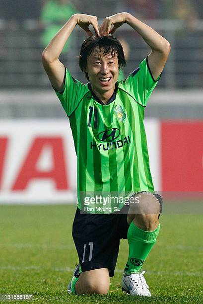 Lee SungHyun of Jeonbuk Hyundai Motors celebrates his goal during the AFC Champions League Final Match between Jeonbuk Hyundai Motors of South Korea...