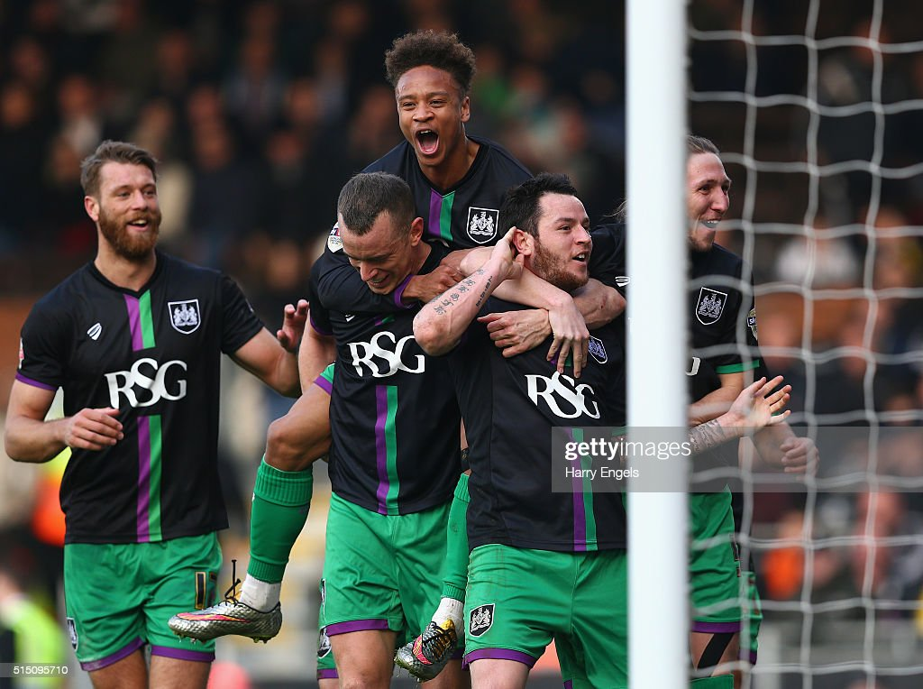 Lee Tomlin of Bristol City (2R) celebrates with teammates after scoring the winning goal from a freekick during the Sky Bet Championship match between Fulham and Bristol City at Craven Cottage on March 12, 2016 in London, United Kingdom.