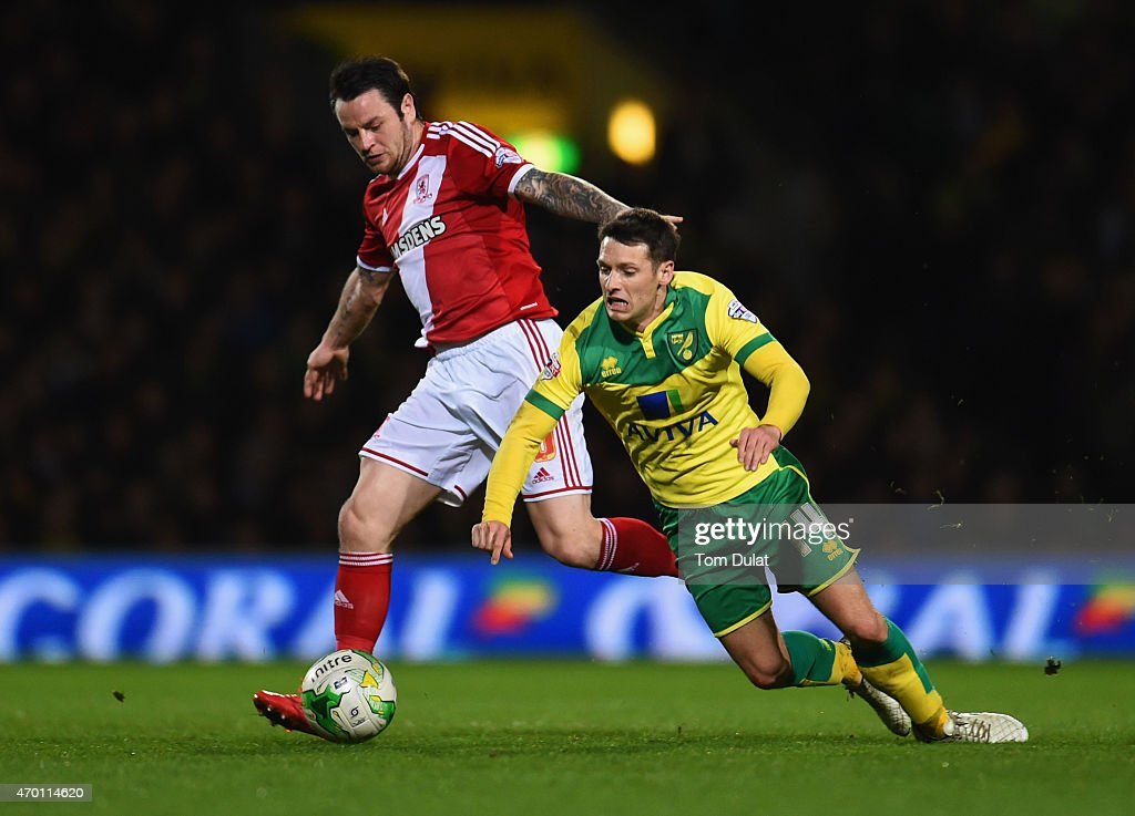 Lee Tomlin of Middlesbrough and Wes Hoolahan of Norwich City battle for the ball during the Sky Bet Championship match between Norwich City and Middlesbrough at Carrow Road on April 17, 2015 in Norwich, England.