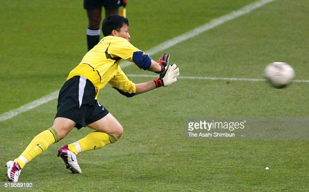 Lee Woonjae of South Korea stops the penalty by Joaquin of Spain at the penalty shootout during the FIFA World Cup Korea/Japan quarter final match...