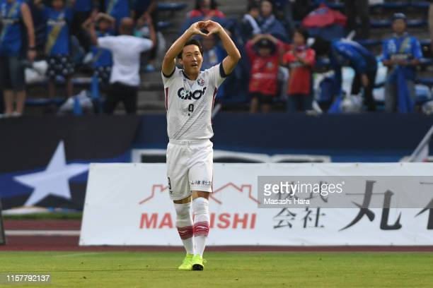 Lee Yong Jae of Fagiano Okayama celebrates the first goal during the J.League J2 match between Machida Zelvia and Fagiano Okayama at Machida Stadium...