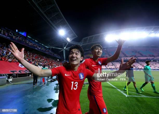 Lee Youhyeon of Korea Republic and Jeong Taewook celebrate after Korea Republic defeated Guinea during the FIFA U-20 World Cup Korea Republic 2017...