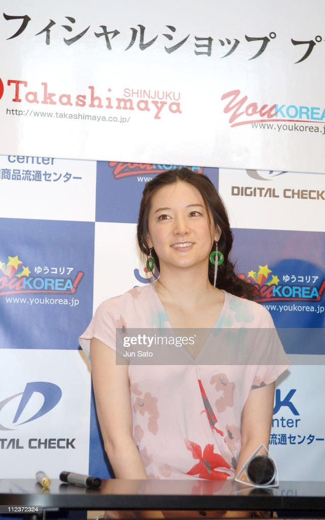 Lee Young-Ae Celebrates Her Official Merchandise Store Opening in Tokyo