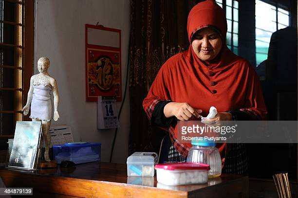 Leech therapist Sri Oentarti prepares medical devices before treatment on April 15 2014 in Surabaya Indonesia Hirudo medicinalis is one of the...