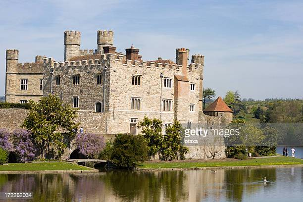 leeds castle, surrounded by trees and a clear body of water - kent county stock pictures, royalty-free photos & images