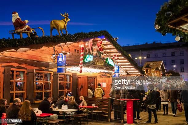 leeds christmas market (angleterre, royaume-uni) - leeds photos et images de collection