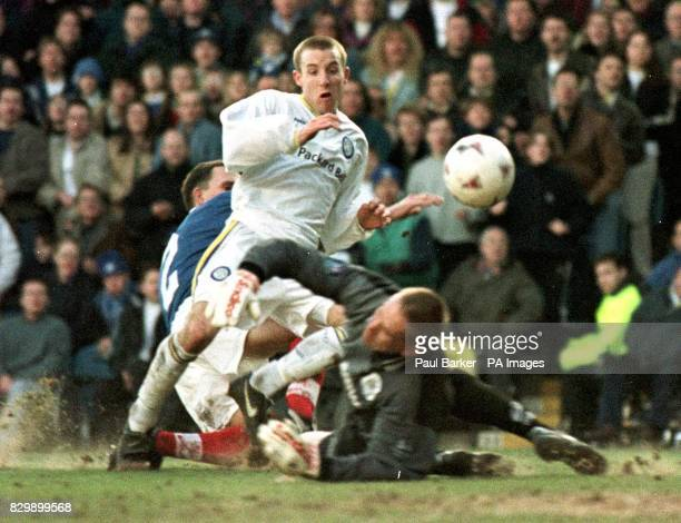 Leeds' Lee Bowyer knocks the ball pasr Portsmouth goalkeeper Alan Knight to tie the socre at 11 during the 5th round of the FA Cup match between...