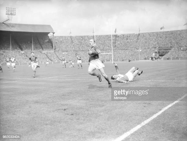 Leeds Lewis Jones evades the Barrow defence to charge towards the try line during the Rugby League Cup Final at Wembley 11th May 1957