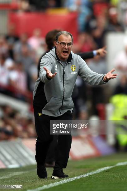 Leeds Manager Marcelo Bielsa instructs his team during the Sky Bet Championship match between Brentford and Leeds United at Griffin Park on April 22...