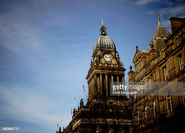 leeds town hal - leeds town hall stock photos and pictures