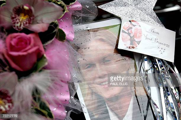 Leeds, UNITED KINGDOM: A picture of British snooker player Paul Hunter is pictured in the hearse carrying his coffin as it arrives at Leeds Parish...