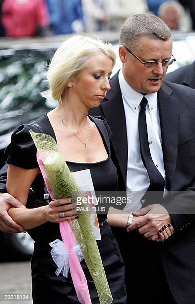 Lindsey Hunter wife of the late British snooker player Paul Hunter is helped into Leeds Parish Church in Leeds England 19 October 2006 as she attends...