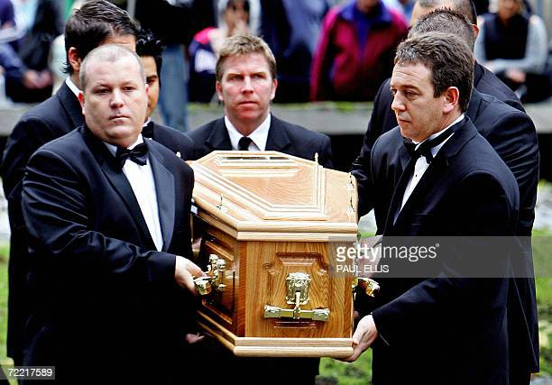 Leeds, UNITED KINGDOM: Pall bearers carry the coffin containing the body of British snooker player Paul Hunter into Leeds Parish Church, in Leeds,...