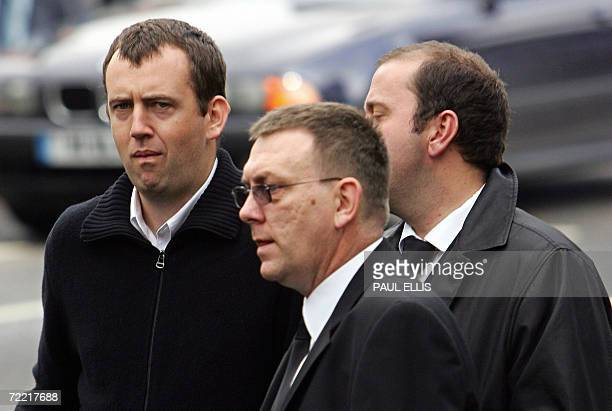 Snooker player Mark Williams arrives at the funeral of snooker player Paul Hunter at Leeds Parish Church in Leeds England 19 October 2006 Threetime...