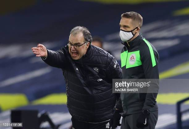 Leeds United's Argentinian head coach Marcelo Bielsa gestures from the side-lines during the English Premier League football match between Leeds...