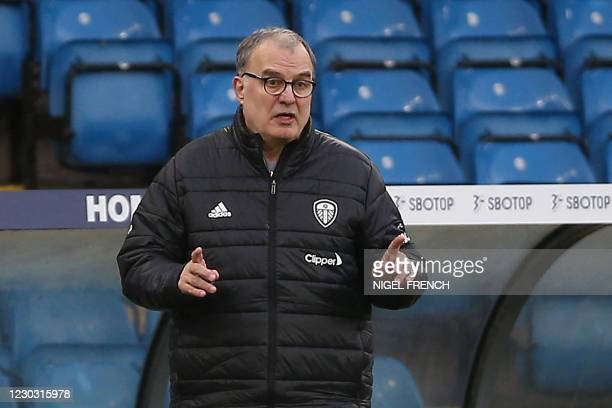 Leeds United's Argentinian head coach Marcelo Bielsa gestures on the touchline during the English Premier League football match between Leeds United...