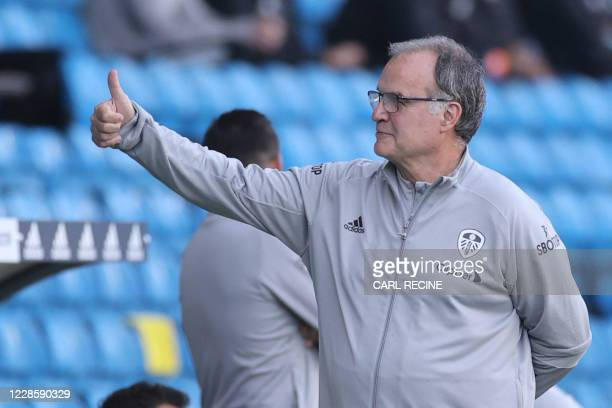 Leeds United's Argentinian head coach Marcelo Bielsa gives a thumbs up before the English Premier League football match between Leeds United and...