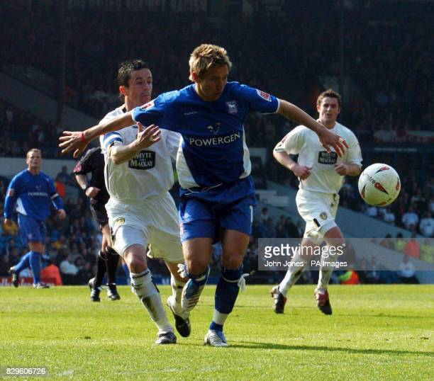 Leeds United's Gary Kelly and Ipswich's Darren Currie tussle for the ball