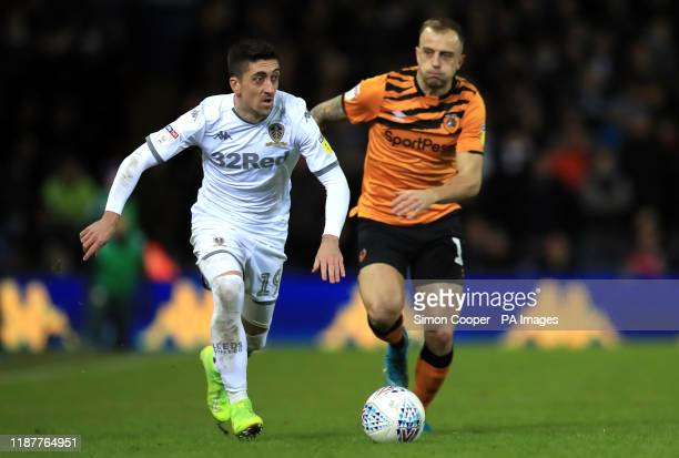 Leeds United's Pablo Hernandez and Hull City's Kamil Grosicki battle for the ball during the Sky Bet Championship match at Elland Road Leeds