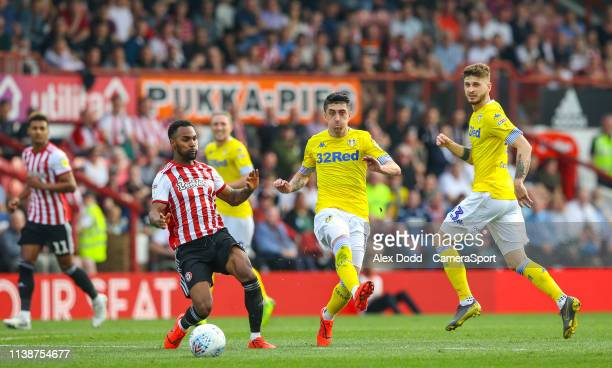 Leeds United's Pablo Hernandez battles with Brentford's Moses Odubajo during the Sky Bet Championship match between Brentford and Leeds United at...
