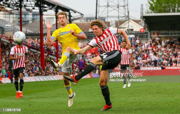 2c511504 Leeds United's Patrick Bamford battles with Brentford's Mads Bech Sorensen  during the Sky Bet Championship match