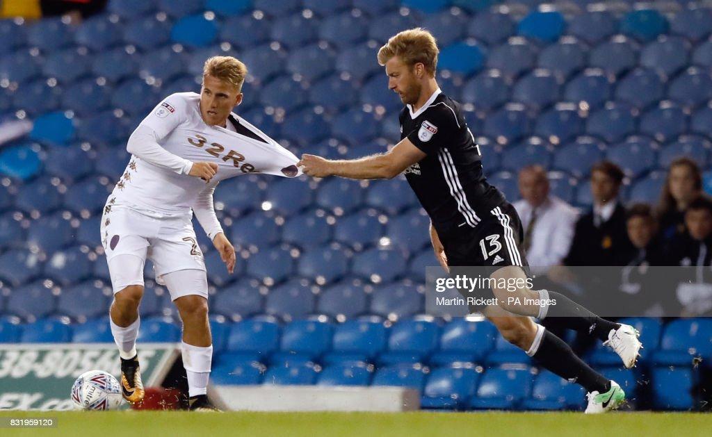 Leeds United v Fulham - Sky Bet Championship - Elland Road : News Photo