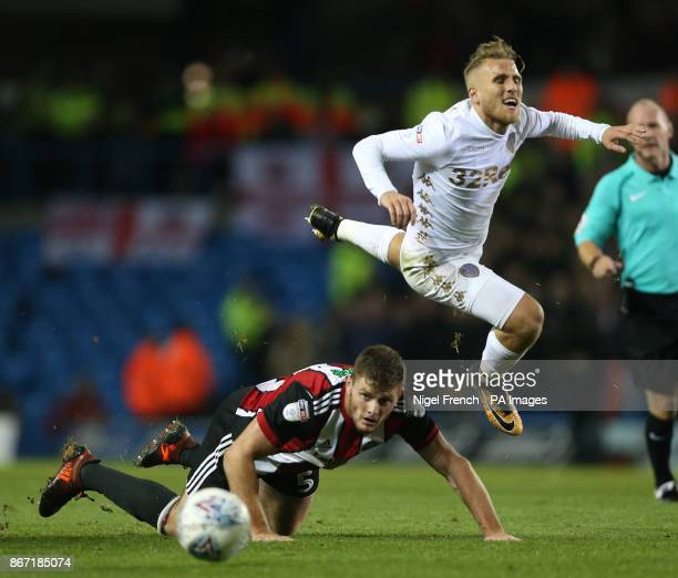 Leeds United's Samuel Saiz and Sheffield United's Jack O'Connell battle for the ball during the Sky Bet Championship match at Elland Road Leeds
