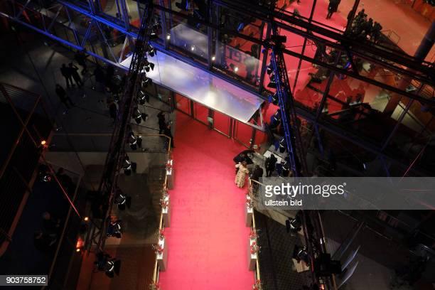 Leerer Roter Teppich kurz vor der Eröffnung der 67 Berlinale im BerlinalePalast am Potsdamer Platz in Berlin