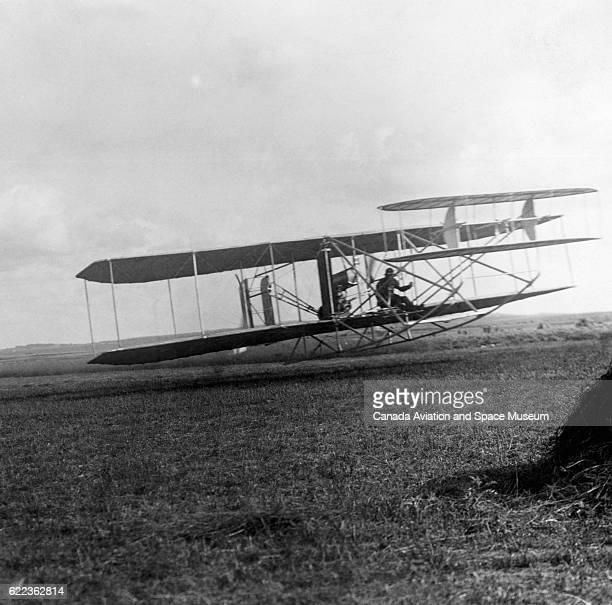 E Lefebvre flies a WrightAriel Flyer in the 1909 Grande Semaine de la Champagne in Reims