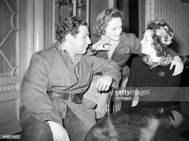 Left to right actor Peter Ustinov Anna Neagle and Odette Churchill at Borehamwood on the set of 'Odette GC' The film is based on the wartime exploits...