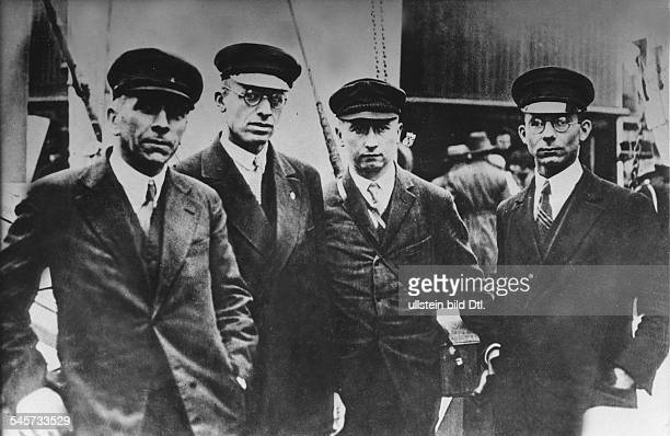 GREENLAND EXPEDITION 1930 Left to right Alfred Wegener and his colleagues Fritz L¸we Johannes Georgi and Ernst Sorge Photographed before Wegener's...