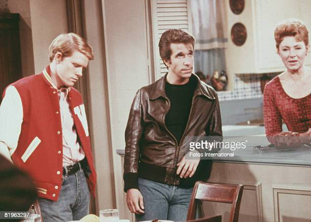 American actors Henry Winkler as Arthur 'Fonzie' Fonzarelli Ron Howard as Richie Cunningham and Marion Ross as Marion Cunningham in a scene from the...