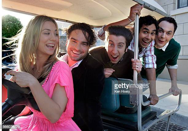 BURBANK CALIFORNIA FEBRUARY 26 2009 left to right are Kaley Cuoco Johnny Galecki Simon Helberg Kunnal Nayyar and Jim Parsons of the cast of The Big...