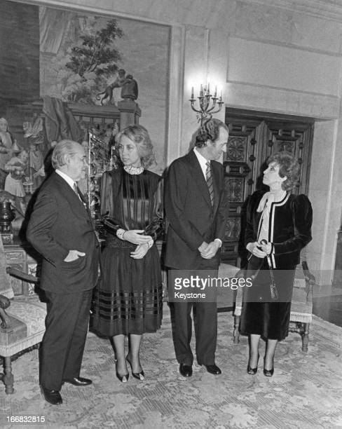 Brazilian Presidentelect Tancredo Neves Queen Sofia King Juan Carlos and Risoleta Neves before a dinner held at the Palace of Moncloa in Madrid...