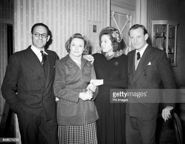 Left to right Captain Peter Churchill Anna Neagle Odette Churchill and Trevor Howard at Borehamwood on the set of 'Odette GC' The film is based on...