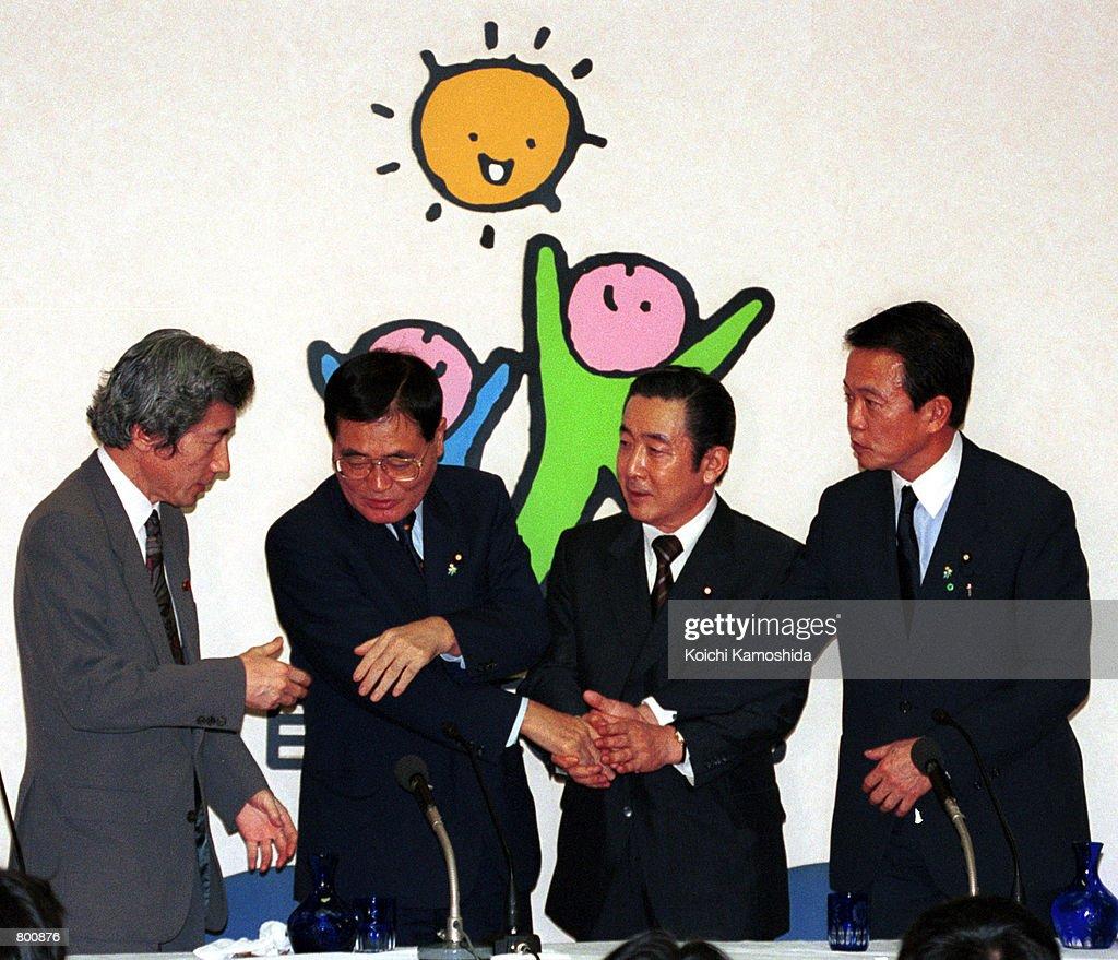 Former Health and Welfare Minister Junichiro Koizumi Announces His Canidacy : ニュース写真