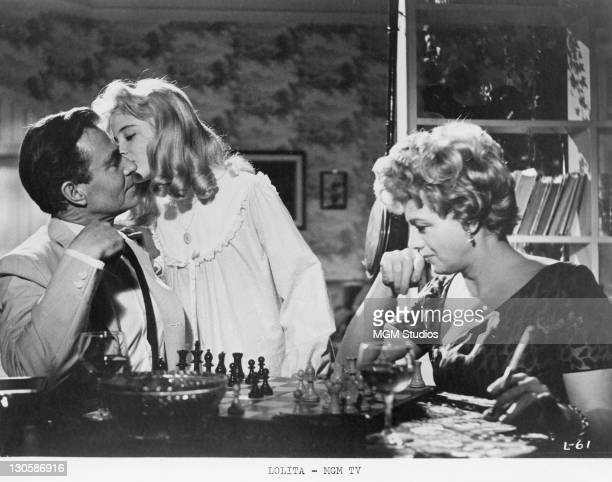 James Mason as Humbert Humbert Sue Lyon as Dolores 'Lolita' Haze and Shelley Winters as Charlotte HazeHumbert in a scene from 'Lolita' directed by...