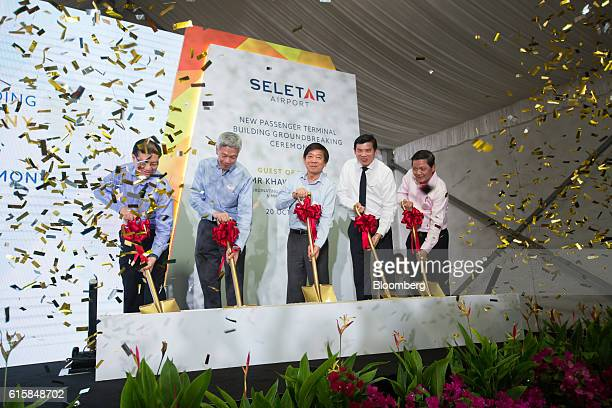 Left to right Kevin Shum JinChyi director general of the Civil Aviation Authority of Singapore Lee Hsien Yang chairman of the Civil Aviation...