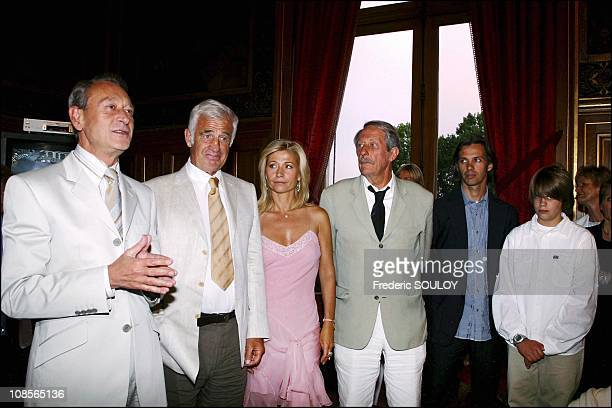 Left to right Mayor of Paris Bertrand Delanoe Jean Paul Belmondo Natty Jean Rochefort Paul Belmondo and son in Paris France on June 28th 2004