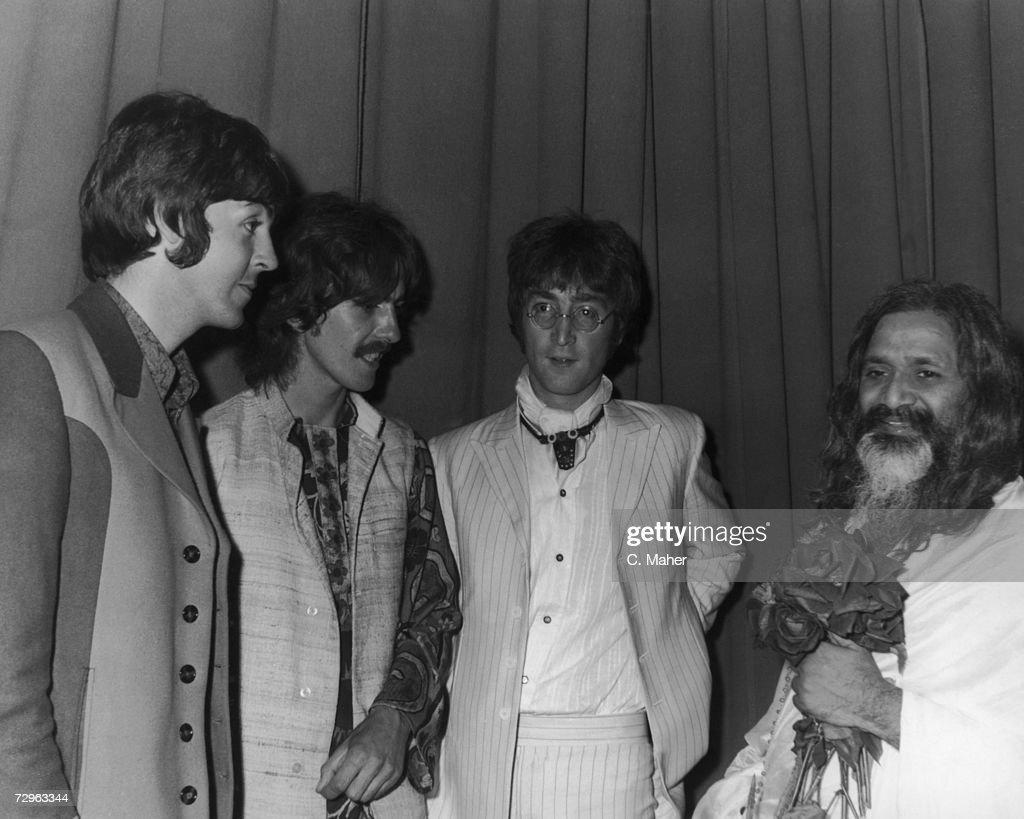 Beatles And Maharishi : News Photo