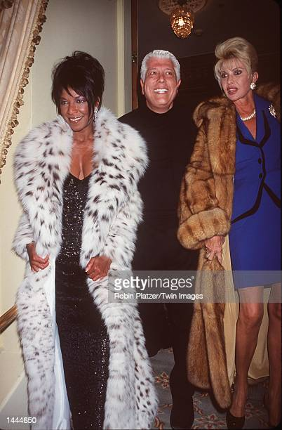 Left to right singer Natalie Cole fashion designer Dennis Basso and Ivana Trump pose for photographers at Dennis Basso''s fashion show May 22 2000 in...