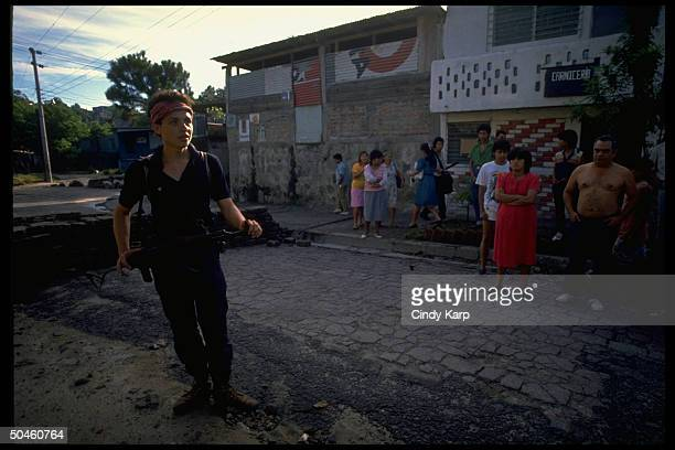 Leftist FMLN guerrilla w civilians in first days of major rebel offensive