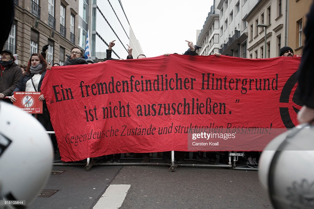 Right-Wing Groups March In Berlin On Eve Of State Elections : Fotografía de noticias