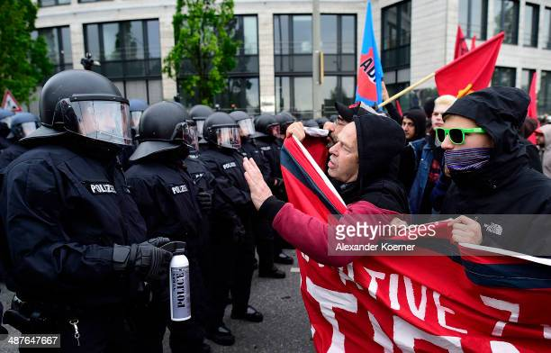 Leftwing protesters clash with police on May 1 2014 in Hamburg Germany Leftwing activists from across Germany gathered in Hamburg today to take part...