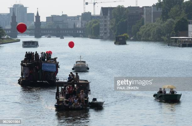 Leftwings counterdemonstrator drive on the Spree with boats and rafts in the direction of the main station in Berlin to protest against the...