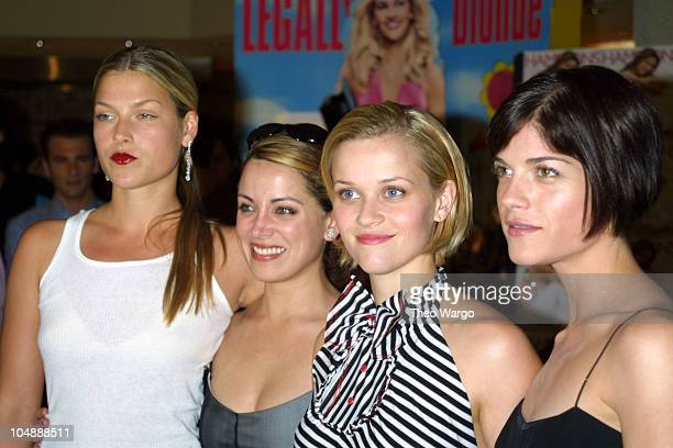 "Legally Blond cast during ""Legally Blonde"" Southampton Screening - July 7, 2001 in South Hampton, New York, United States."