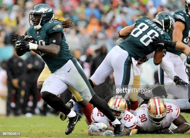 LeGarrette Blount of the Philadelphia Eagles breaks away from Leger Douzable and Earl Mitchell of the San Francisco 49ers to score a touchdown in the...